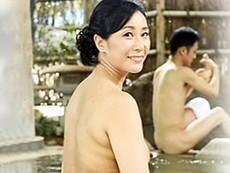 親子水入らずの温泉旅行で母とイケナイ関係になる息子 中山香苗