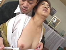 【無修正】五十路過ぎの熟女が働く小さな居酒屋の女将と淫乱セックス 超熟女居酒屋 女将の熟れアワビスペシャル