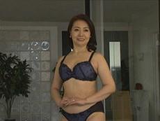 西崎史乃 還暦の専業主婦が初撮りセックスで中出し!