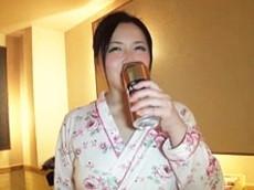 「オバサンにこんなに飲ませてどうするの?」 ハメ外しすぎな巨乳熟女と乱交! 倉本雪音