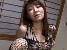 【無】セクシー下着姿のドスケベ奥様が男を誘惑して中出しセクロス♪沢木りりか
