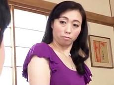清楚な五十路母さんのマンズリ現場に突入し母子交尾の息子 岡田智恵子