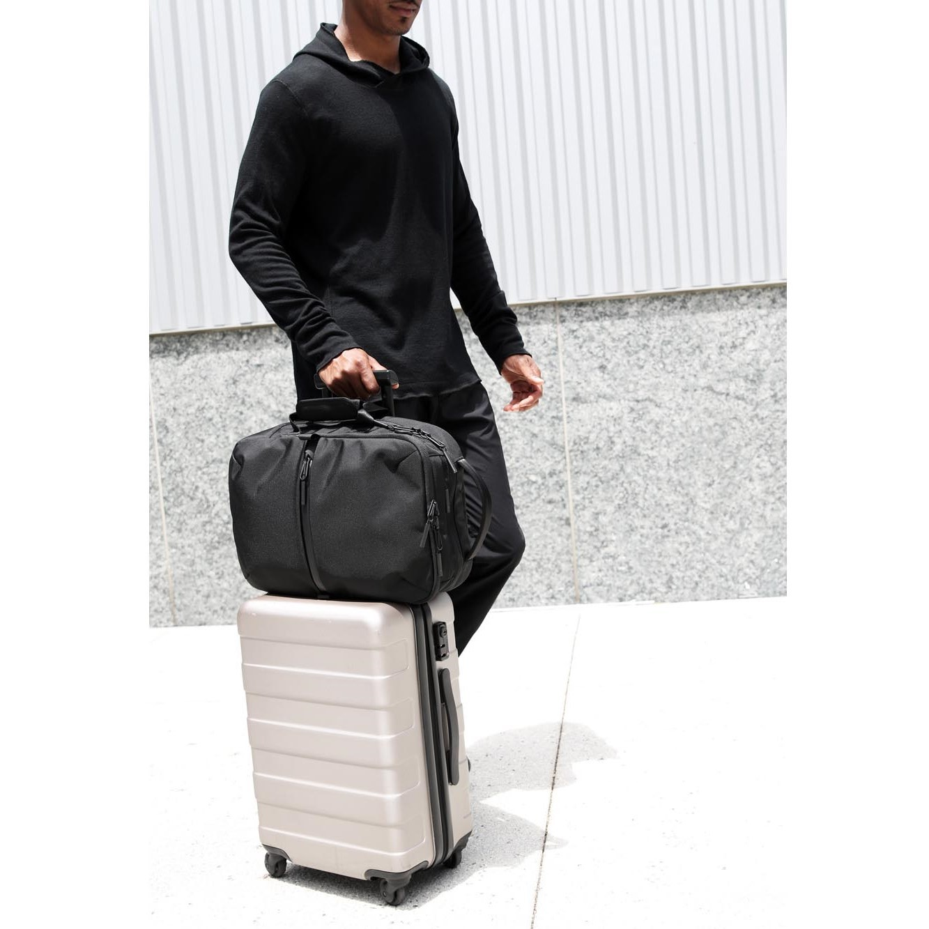 21010_flt2_black_luggage.jpg