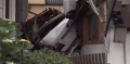 住宅2階に車が突っ込んだ住宅2