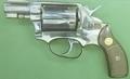 押収された拳銃と実弾1