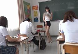 【痴女】見せつけパンチラで誘惑してくるタイトミニスカ美人痴女教師!相沢みなみ2