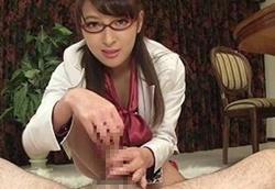 メガネ美女が男根を手コキフェラ!ザーメンを口内射精させて絞り取るミニスカ痴女1