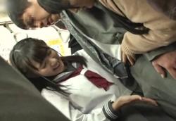 【痴女】満員電車で密着逆チカン挟み撃ちW痴女子○生!!2