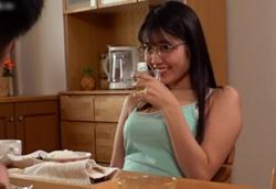 【痴女】居候中の義妹にこっそり痴女られるテーブル下フェラ!神宮寺ナオ1