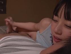 七沢みあ 彼氏が寝ている横でこっそり彼氏の親友を騎乗位とベロチュー手コキで痴女っちゃうめちゃカワ美少女!1