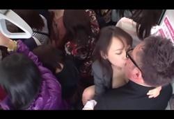 【逆チカン】女性専用車両に間違って紛れ込んでしまったデカチンポ男子…2